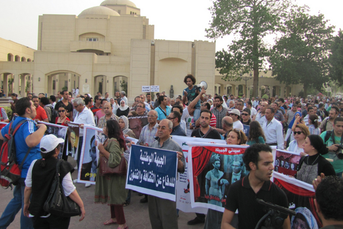 Egyptian artists seek resignation of the new culture minister |