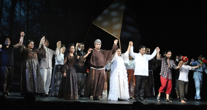 Philippine National Artists Felipe Padilla de Leon and Guillermo Tolentino's 1957 opera NOLI ME TANGERE made its New York stage debut last night at The Kaye Playhouse in Hunter College.